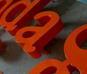 Lettere scatolate in lamiera zincata verniciata