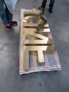 Lettere scatolate in ottone lucido