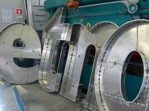Lettere scatolate a luce diretta e indiretta prezzi for Scatolati in acciaio inox