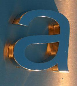 Lettere scatolate in acciaio inox lucido