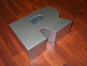 Lettere scatolate in alluminio verniciato