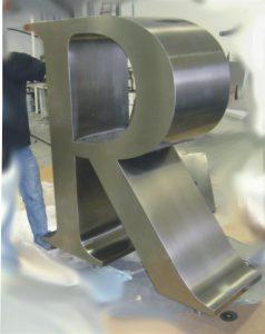 Lettere scatolate in acciaio inox satinato