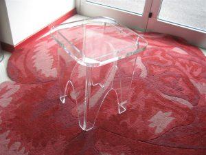 Sedia sgabello in plexiglass