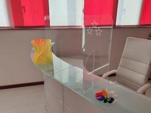 Parafiato in plexiglass trasparente incisi