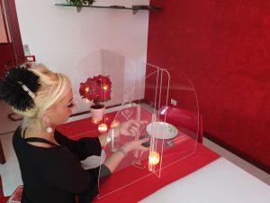 Barriera protettiva, da tavolo in plexiglass contro il Coronavirus, con apertura