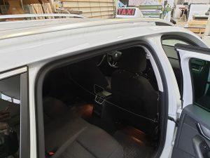Barriera protettiva, per auto e taxi, in plexiglass contro il Coronavirus